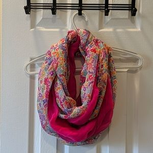 🌸Set of Matching Floral Infinity Scarves🌸